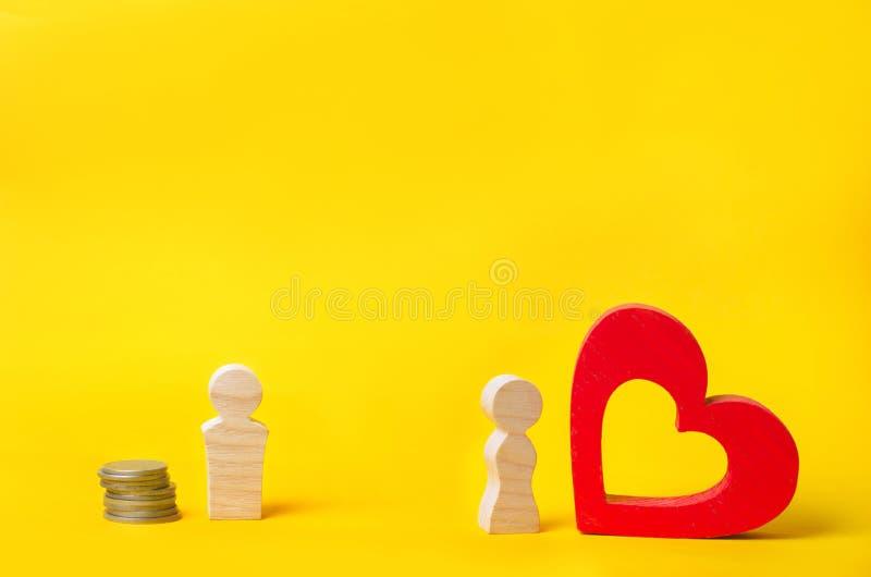 Una gente de madera opción entre el dinero y el amor Pasión contra beneficio Familia u opción de la carrera Psicología de la fami imagen de archivo