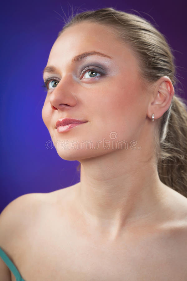 Una giovane bella donna fotografia stock libera da diritti