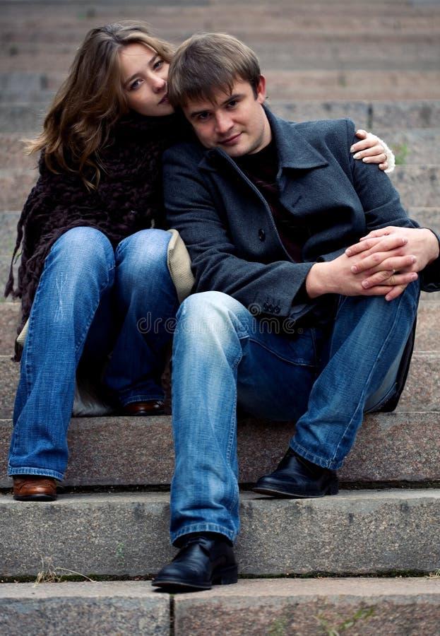 Una giovane coppia tenera fotografia stock