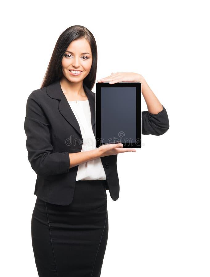 Una giovane donna di affari castana con un computer della compressa fotografie stock libere da diritti