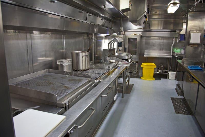 Una grande cucina della cambusa fotografia stock