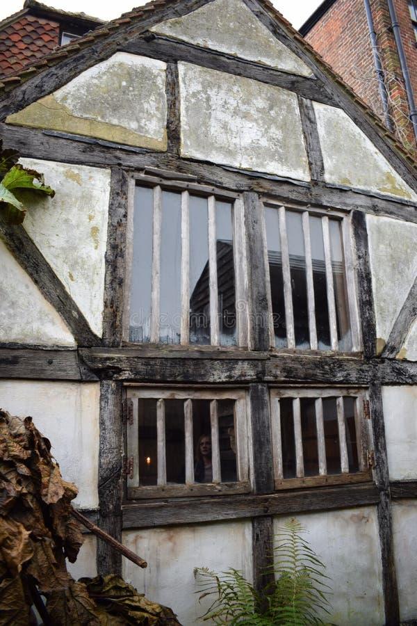 Una grande finestra della struttura di legno fotografia stock