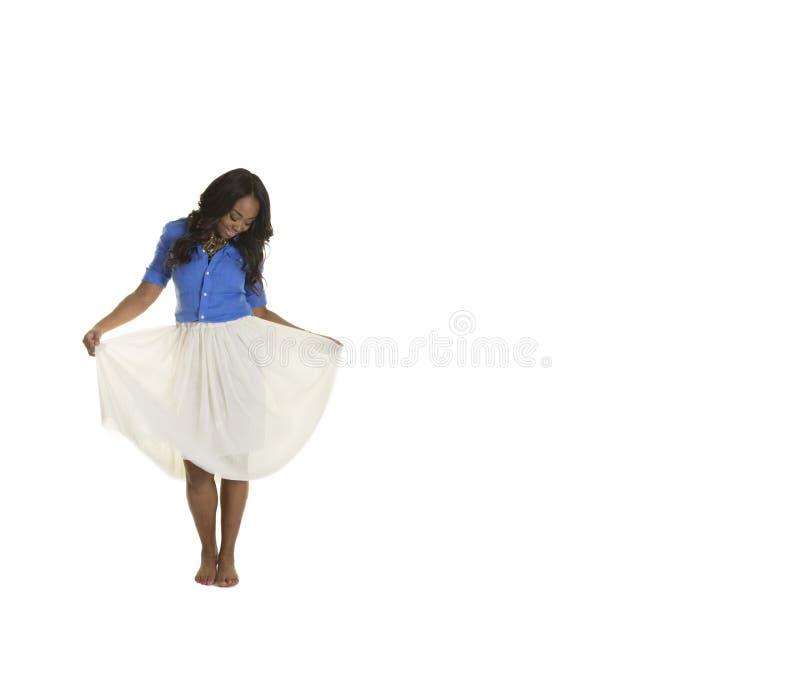 Download Una Hembra Atractiva Aislada Llevando Una Falda Foto de archivo - Imagen de pelo, negro: 44851400