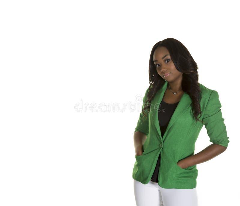 Download Una Hembra Atractiva Que Lleva Una Chaqueta Verde Que Mira La Cámara Foto de archivo - Imagen de fondo, verde: 44850232