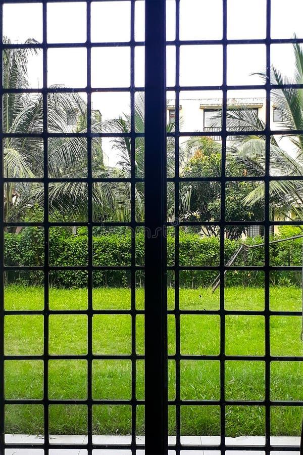 Una hermosa vista del cristal de ventana imagen de archivo libre de regalías
