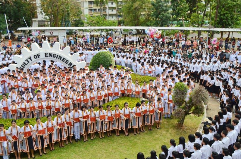 Una imagen de estudiantes en la ceremonia de graduación imagen de archivo libre de regalías
