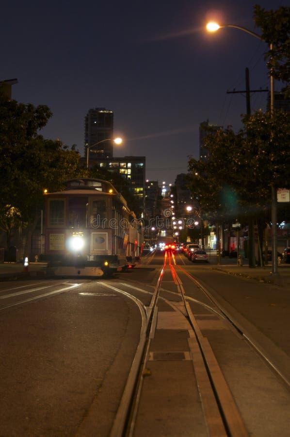 Una imagen de la noche de un tranvía típico de San Francisco fotos de archivo libres de regalías