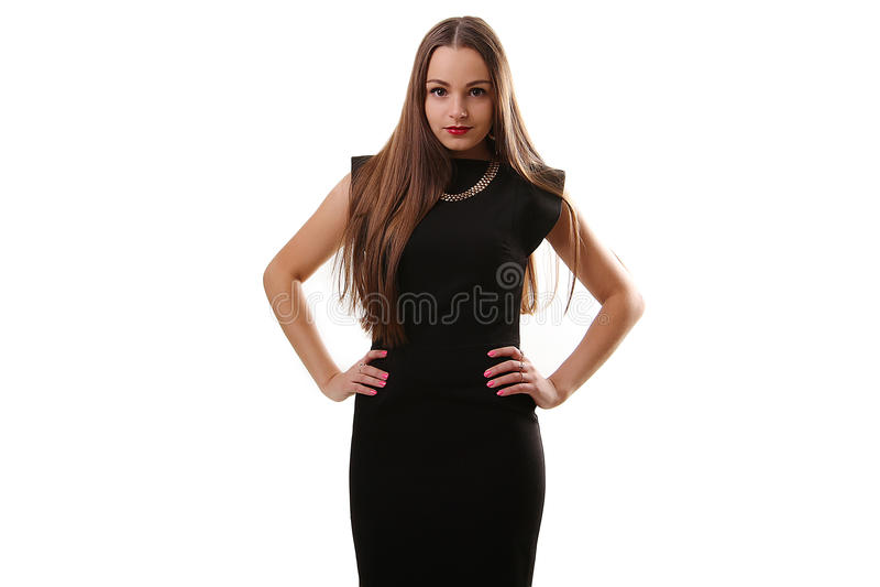 Una imagen de una mujer hermosa joven en un vestido negro que plantea el ove foto de archivo libre de regalías
