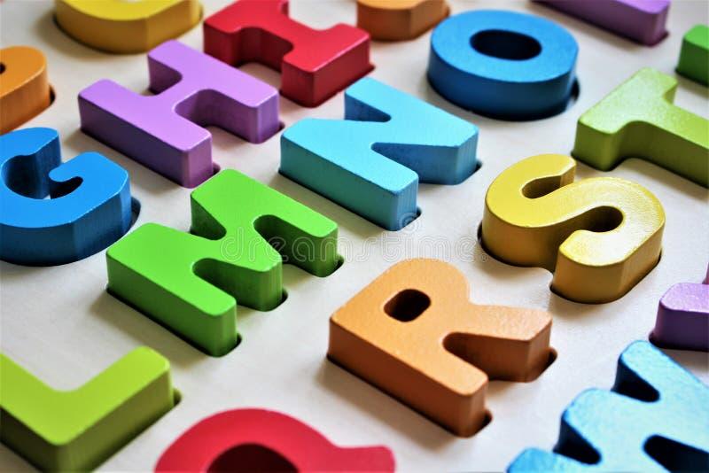 Una imagen del concepto de un alfabeto colorido, preescolar - ABC imagen de archivo libre de regalías