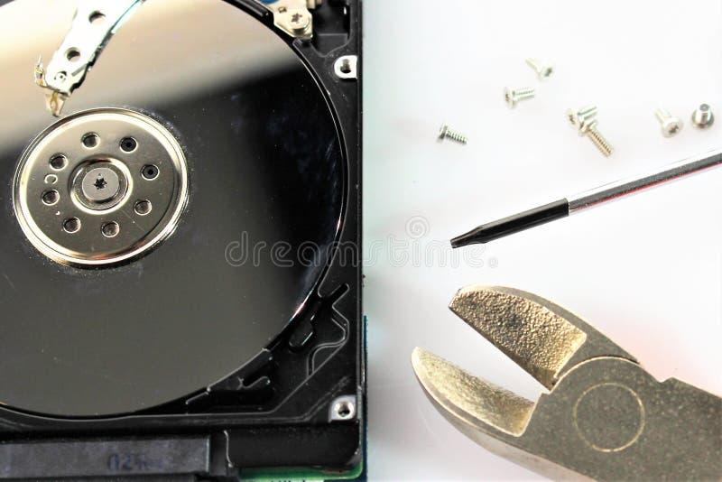Una imagen del concepto del disco duro, reparación - disco imagenes de archivo