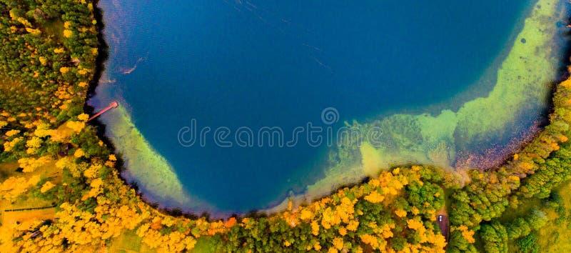 Una isla del lago Luokesai, aérea foto de archivo