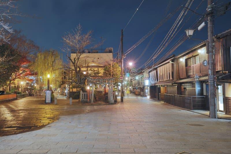 una Kyoto Gion Shirakawa en la opinión de la noche imágenes de archivo libres de regalías