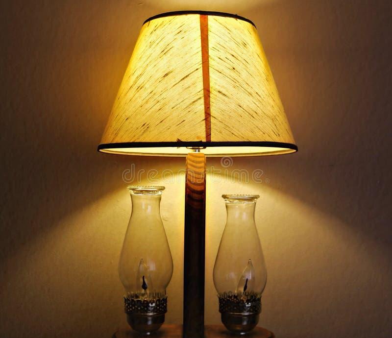 Una lámpara encendido fotos de archivo