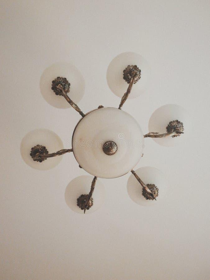 Una lampada sul soffitto fotografia stock
