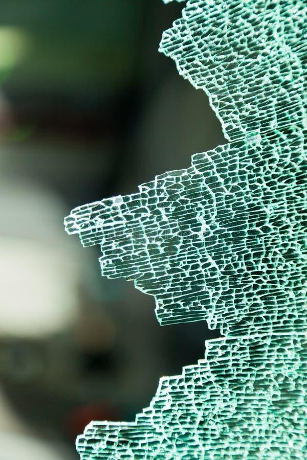Una lastra di vetro di vetro frantumata nell'automobile immagine stock libera da diritti