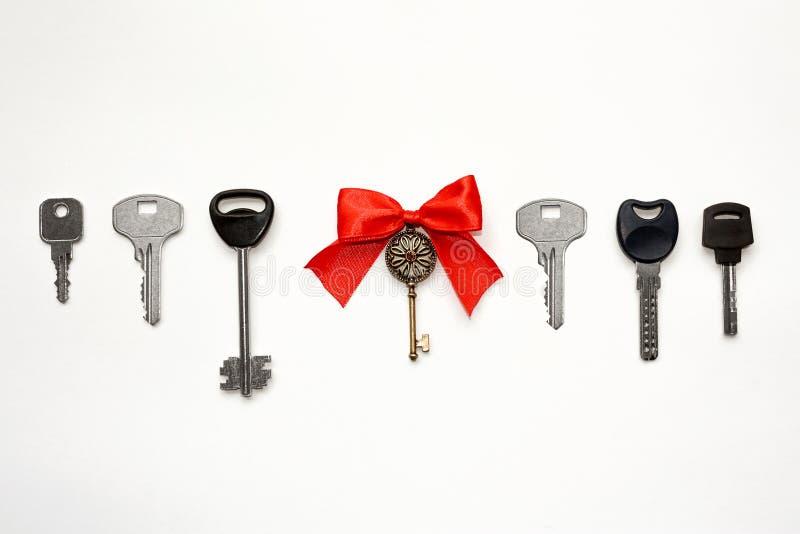 Una llave especial con un arco fotos de archivo libres de regalías