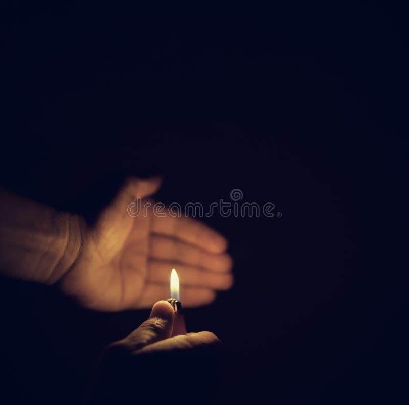 Una luce nella notte fotografia stock libera da diritti