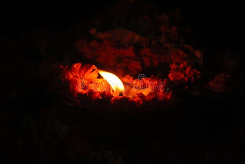 Una luce religiosa per il fiume di ganga a Varanasi fotografia stock