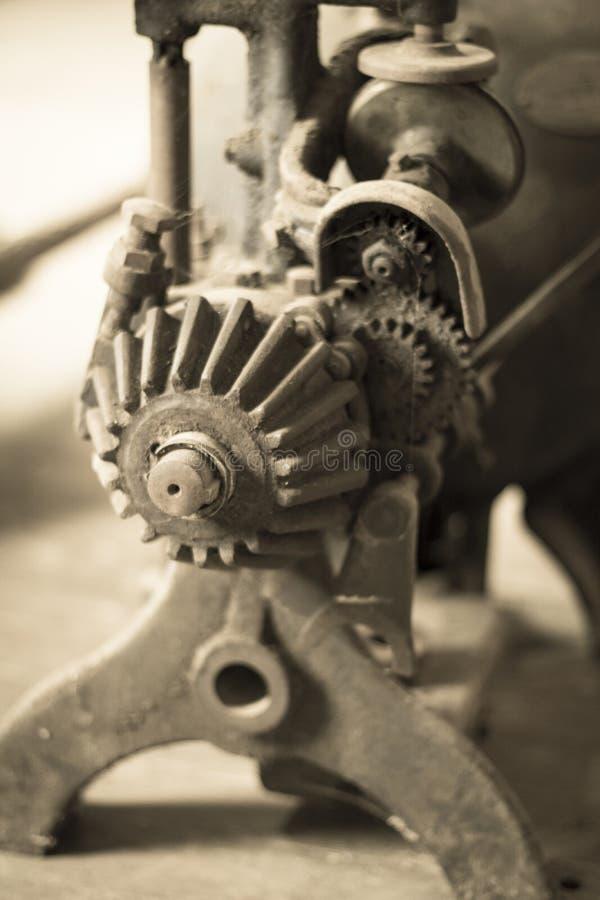 Una máquina vieja del engranaje en el molino del ` s de Thompson, Shedd, Oregon foto de archivo