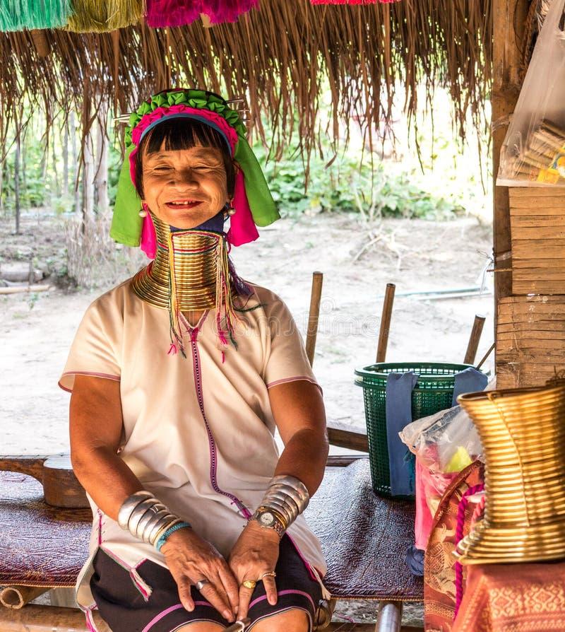 Una más vieja mujer de la tribu larga del cuello foto de archivo libre de regalías