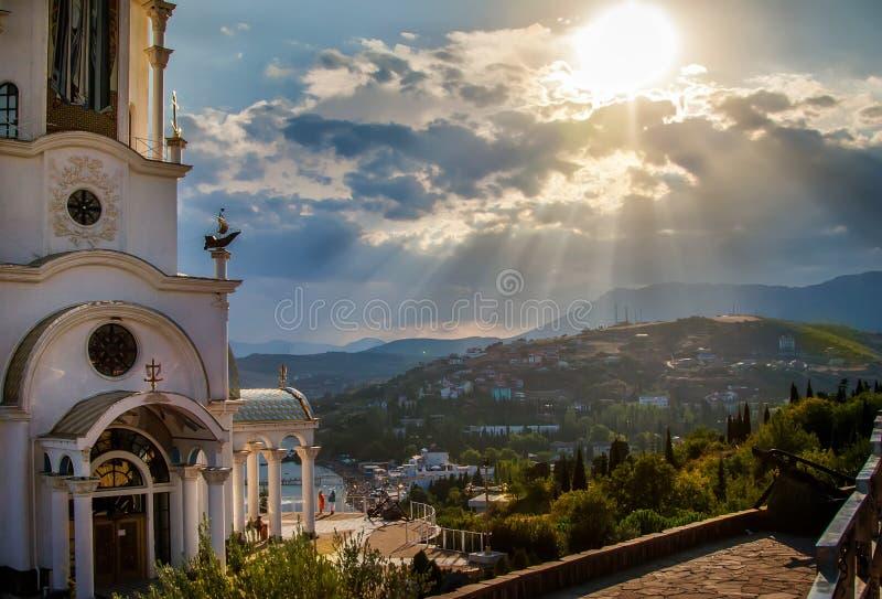 Una mañana soleada en la orilla del Mar Negro Faro del templo foto de archivo libre de regalías