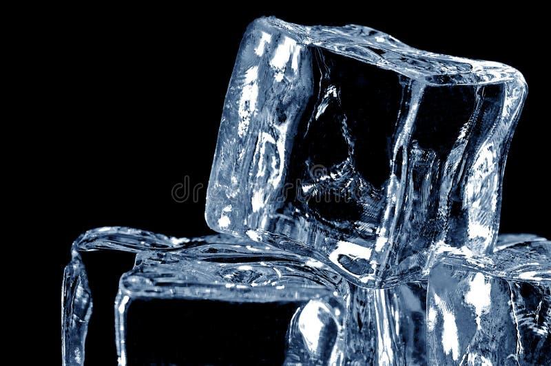 una macro 2 dei 4 cubi di ghiaccio fotografia stock