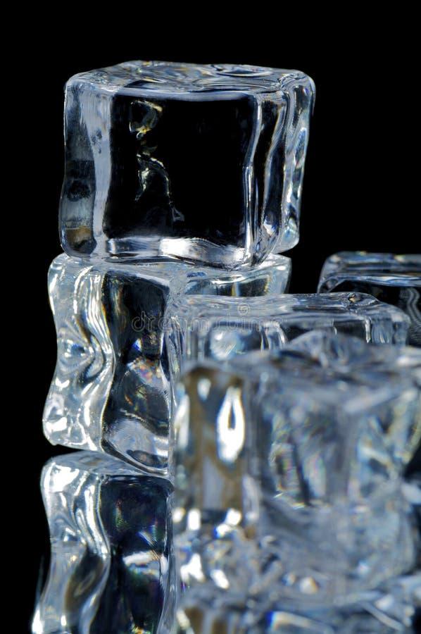 una macro 2 dei 5 cubi di ghiaccio immagine stock libera da diritti