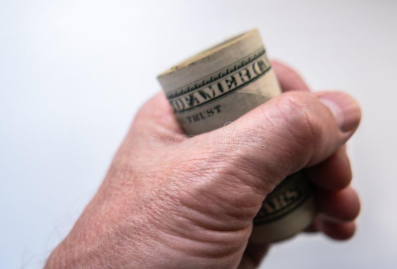 Una mano tiene i dollari fotografia stock libera da diritti