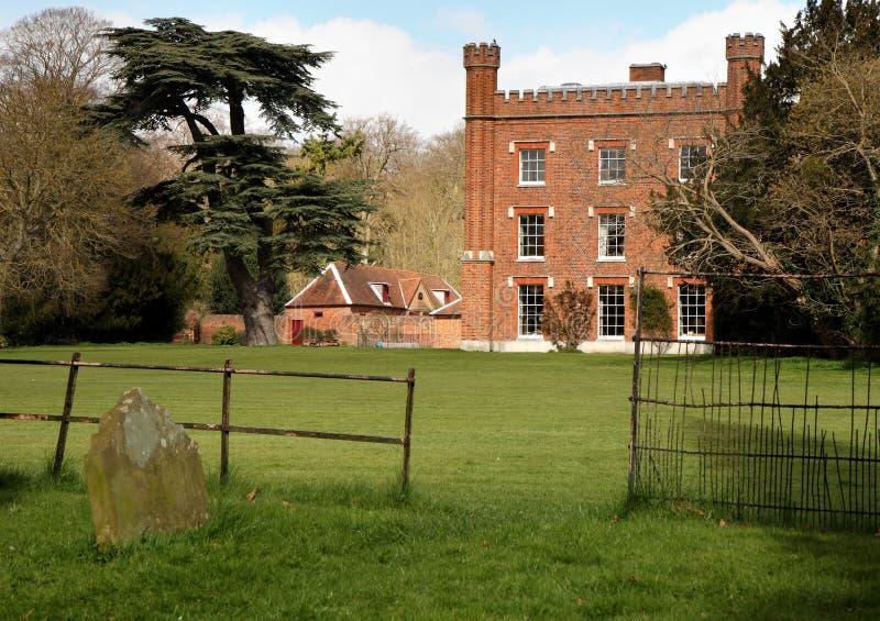 Una mansión inglesa y jardines del país fotografía de archivo