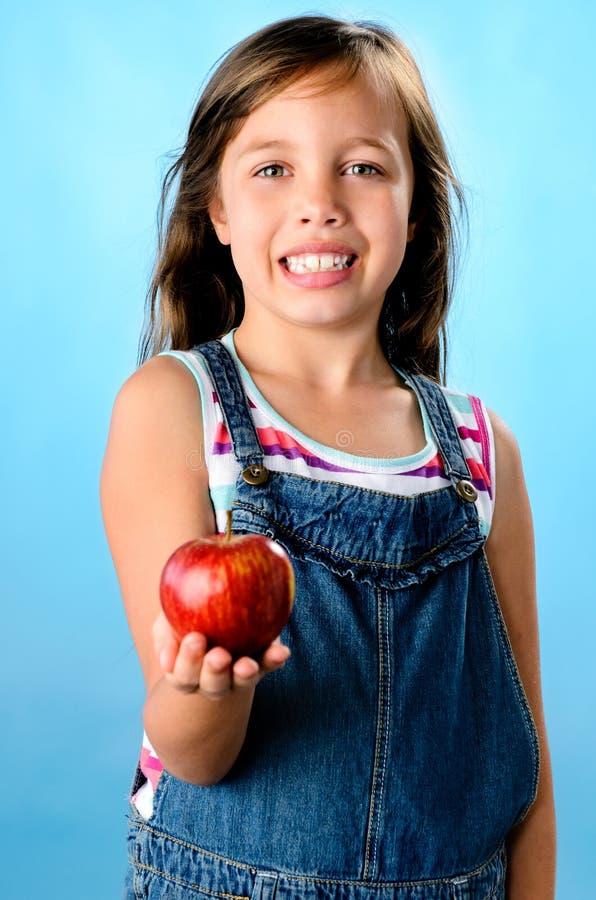 Una manzana al día… imagen de archivo libre de regalías