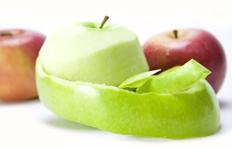 Una manzana verde pelada foto de archivo. Imagen de sano - 34870230