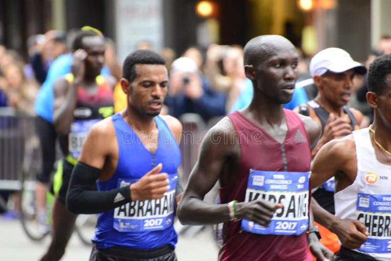 Una maratona di 2017 NYC - capi dell'elite degli uomini immagine stock libera da diritti