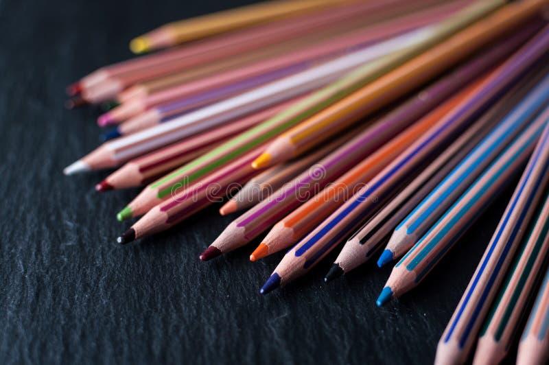 Una matrice delle matite colorate fotografie stock libere da diritti