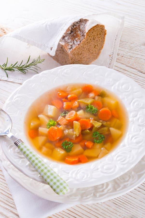 Molla con la minestra della carota fotografie stock