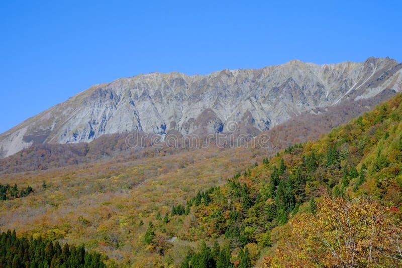 Una montaña famosa Daisen en la prefectura de Tottori en Japón imagenes de archivo