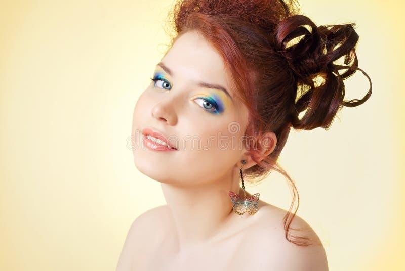 Una muchacha con maquillaje brillante imagen de archivo libre de regalías