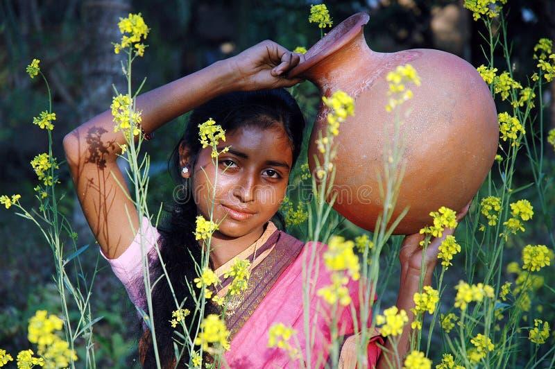Una muchacha de la aldea imágenes de archivo libres de regalías