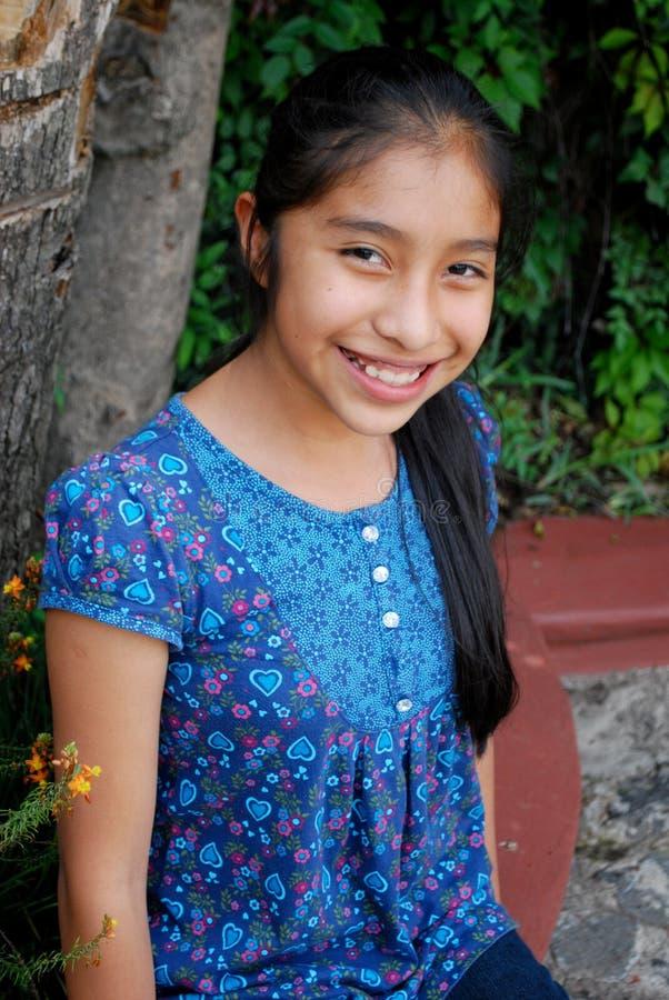 Una muchacha hispánica hermosa foto de archivo