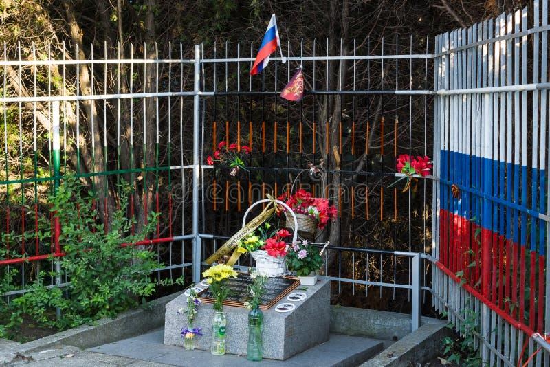 Una muestra conmemorativa a los marineros soviéticos que murieron durante la liberación de la ciudad de las tropas alemanas en la imágenes de archivo libres de regalías