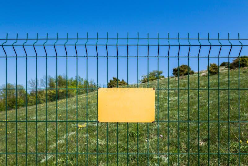 Una muestra en blanco en una reserva peligrosa de la zona o del bosque fotografía de archivo libre de regalías