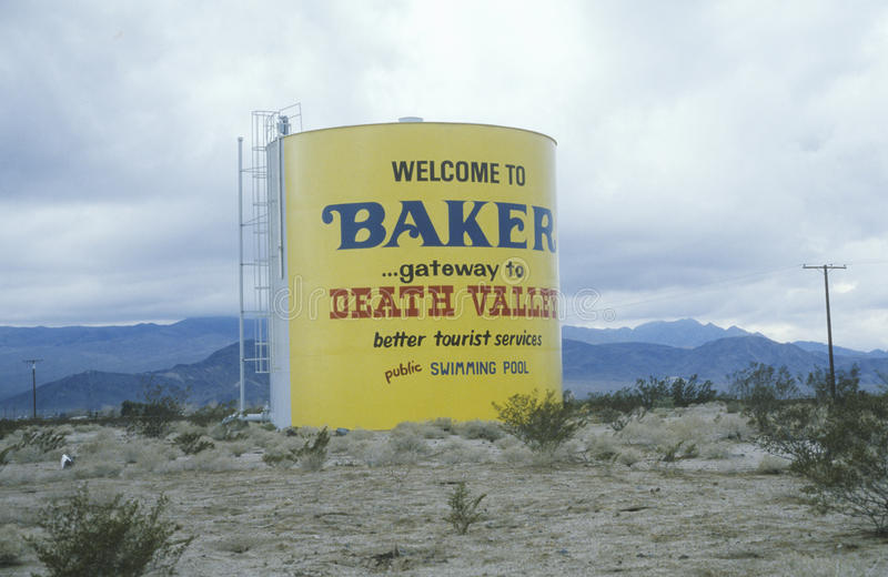 Una muestra que lee la recepción a la entrada del ½ del ¿de Bakerï al ½ del ¿de Valleyï de la muerte imagenes de archivo