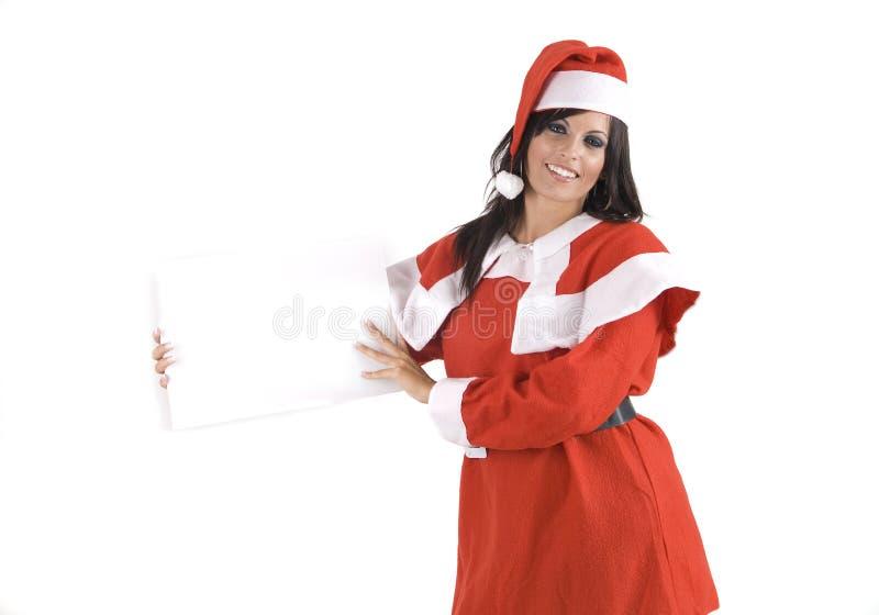 Una mujer bonita en la Navidad que lleva a cabo una muestra imagen de archivo libre de regalías