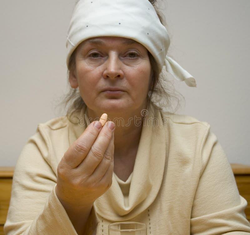 Una Mujer Con Dolor De Cabeza Foto de archivo