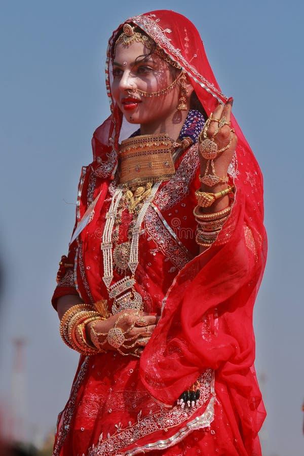 Una mujer de Rajasthani participa en el ms Competencia de Moomal fotos de archivo libres de regalías
