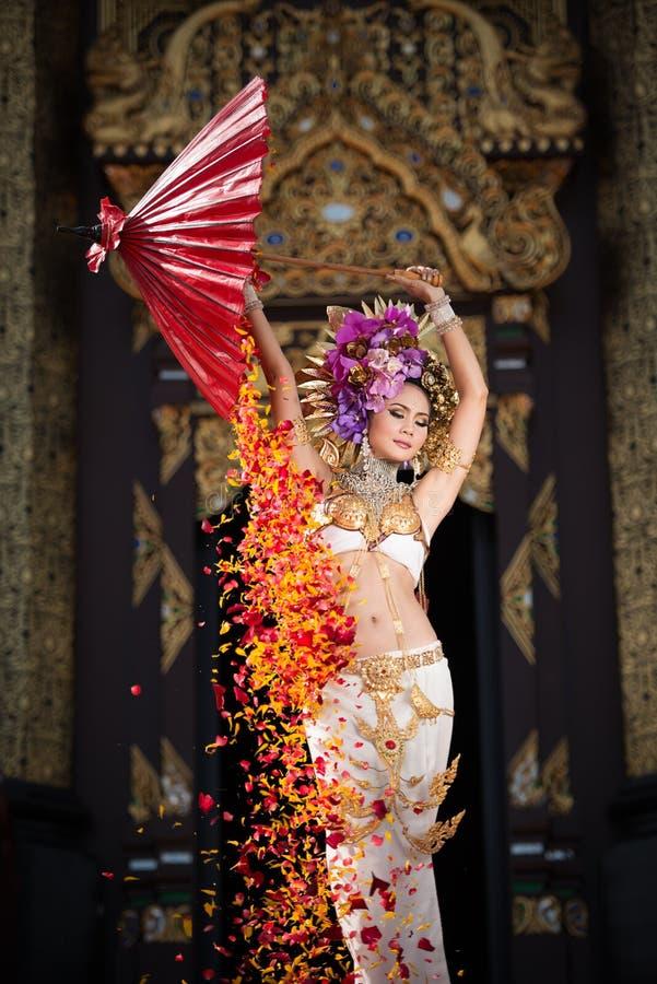 Una mujer elegante ChiangMai Tailandia del norte de Lanna imagen de archivo