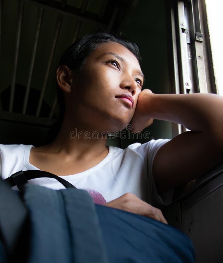 Una mujer en tren imágenes de archivo libres de regalías