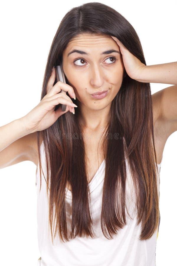Una mujer enfadada y decepcionante en el teléfono fotografía de archivo libre de regalías