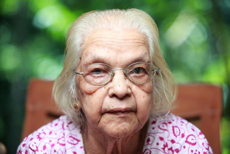 Una mujer india mayor fotografía de archivo libre de regalías