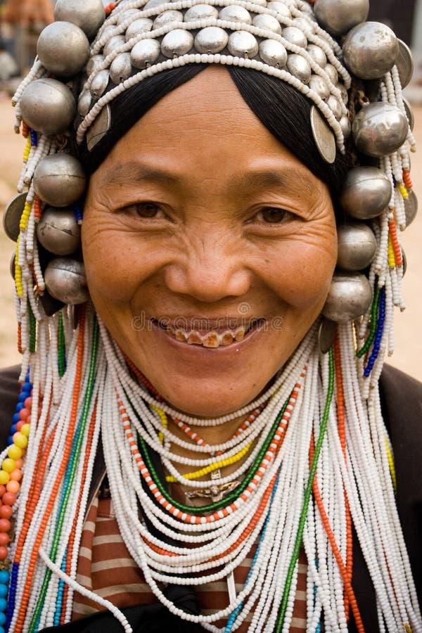 Una mujer mayor del grupo étnico de Akha foto de archivo