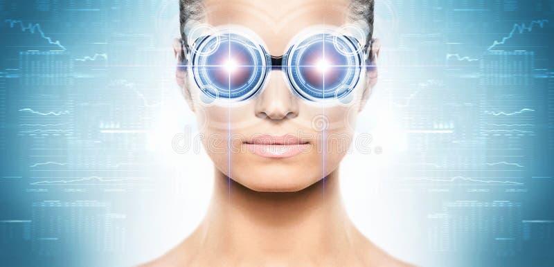 Una mujer a partir del futuro con un holograma del laser imagenes de archivo